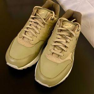 Nike Air Max 90 Premium - Size 7